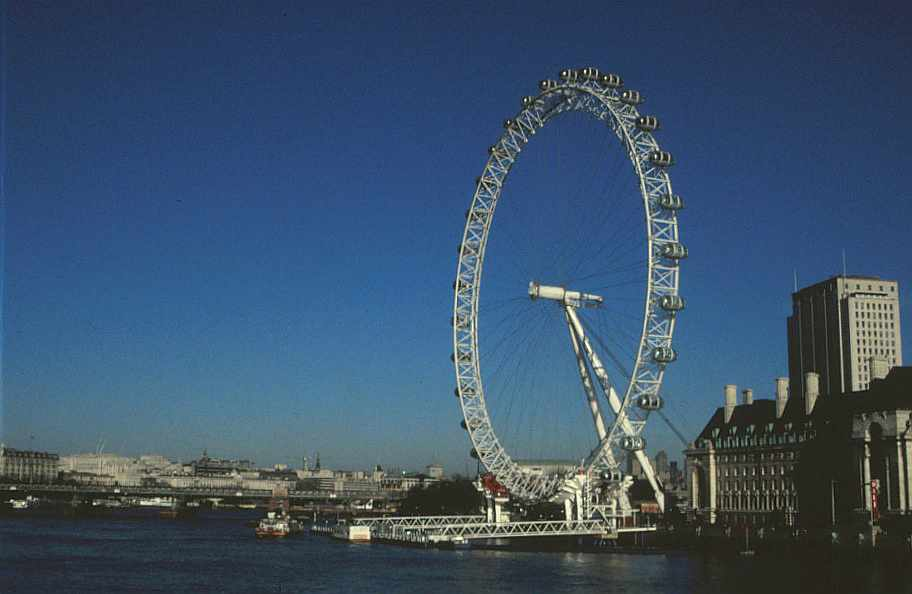 the london eye designed by Julia Barfield woman architect