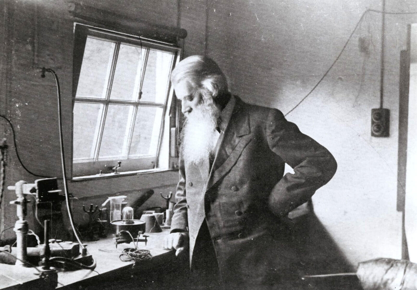Joseph Swan the inventor of the light bulb? the first carbon filement patent