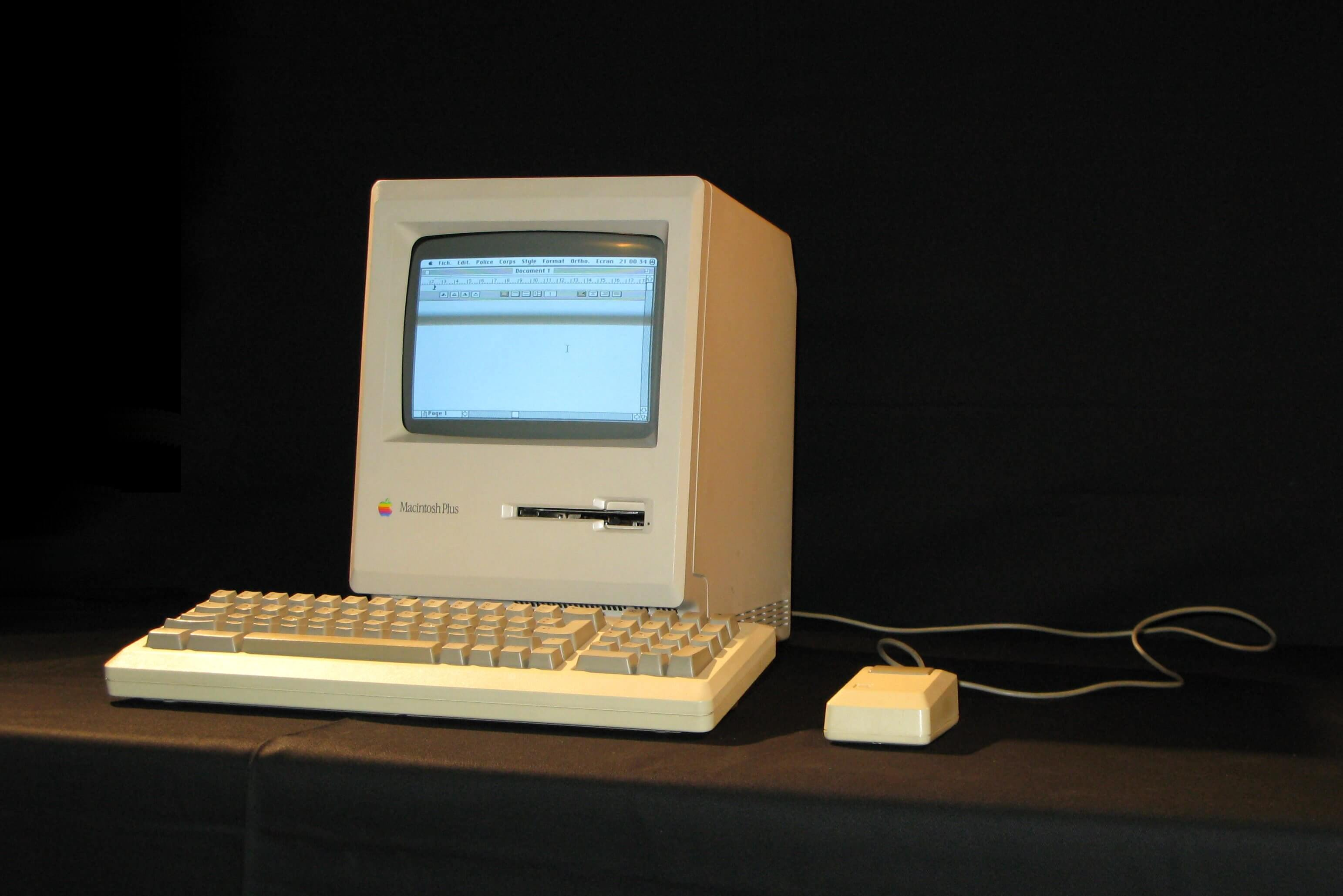 mac macintosh apple computer wrolds first